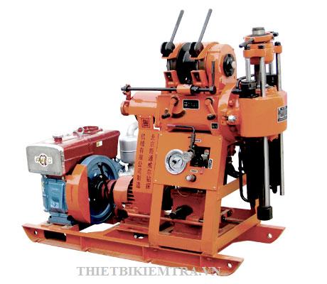 MÁY KHOAN ĐỊA CHẤT CÔNG TRÌNH Máy sử dụng khoan nghiên cứu, thăm dò địa chất, tất cả máy bơm nước và máy khoan được gắn trên một bệ máy, kết cấu gọn nhẹ, dễ tháo lắp, chuyên chở và sử dụng, máy cung cấp nguyên bộ và với phụ kiện cần thiết để khoan đến 100m. Máy sử dụng khoan nghiên cứu, thăm dò địa chất, tất cả máy bơm nước và máy khoan được gắn trên một bệ máy