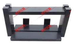 BỘ ÉP CHẺ MẪU BÊ TÔNG dùng để thí nghiệm mẫu bê tông hình trụ có kích thước D150mm x H300mm. Bộ ép chẻ mẫu bê tông do Việt Nam sản xuất, có thể điều chỉnh được chiều cao, dễ sử dụng.