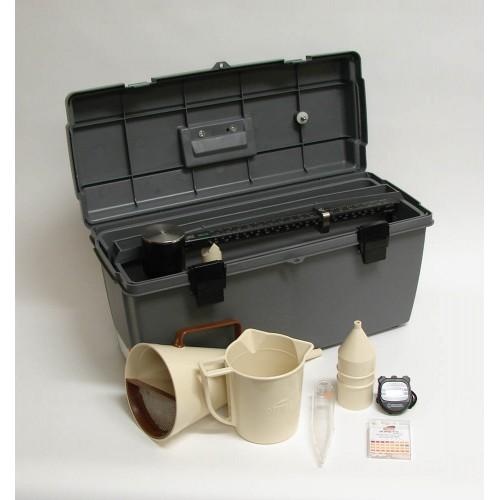 BỘ THÍ NGHIỆM BENTONITE - MỸ là dụng cụ dùng để thí nghiệm dung dịch Bentonite trong hố khoan. - Trong thi công cọc khoan nhồi công tác thí nghiệm Bentonite có ảnh hưởng lớn tới chất lượng cọc: + Cao trình của dung dịch thấp, cung cấp không đủ, Bentonite bị loãng, tách nước dễ dẫn đến sập thành hố khoan, đứt cọc bê tông. + Dung dịch quá đặc, hàm lượng cát nhiều dẫn đến khó đổ bêtông, tắc ống đổ, lượng cát lớn lắng ở mũi cọc sẽ làm giảm sức chịu tải của cọc.