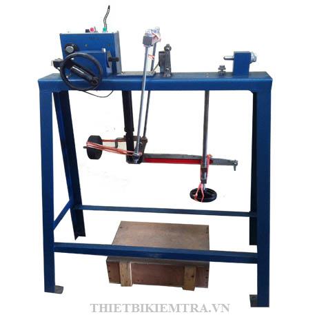 MÁY CẮT ĐẤT 3 TỐC ĐỘ (MÁY CẮT ĐẤT TAM LIÊN) là thiết bị dùng để xác định sức chống cắt của đất trên máy cắt phẳng trong phòng thí nghiệm. Áp dụng cho đất loại sét và đất loại cát có kết cấu nguyên hoặc được chế bị trong phòng thí nghiệm, ở máy cắt theo một mặt phẳng định trước, dùng cho xây dựng. Không áp dụng cho đất cát thô và đất sỏi sạn, đất loại sét ở trạng thái chảy và bị chảy dưới tác dụng của áp lực thẳng đứng trong điều kiện nở hông.