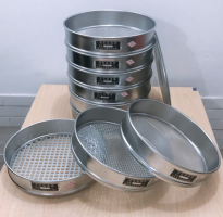 BỘ SÀNG (RÂY) BÊ TÔNG NHỰA là dụng cụ dùng để sàng cốt liệu trong thí nghiệm bê tông nhựa đường nhằm xác định thành phần hạt tiêu chuẩn có trong hỗn hợp bê tông nhựa, ngoài ra cũng có thể sàng các loại vật liệu khác như than, khoáng sản,... Bộ sàng bê tông nhựa có 02 loại với 02 đường kính khác nhau là D200 và D300
